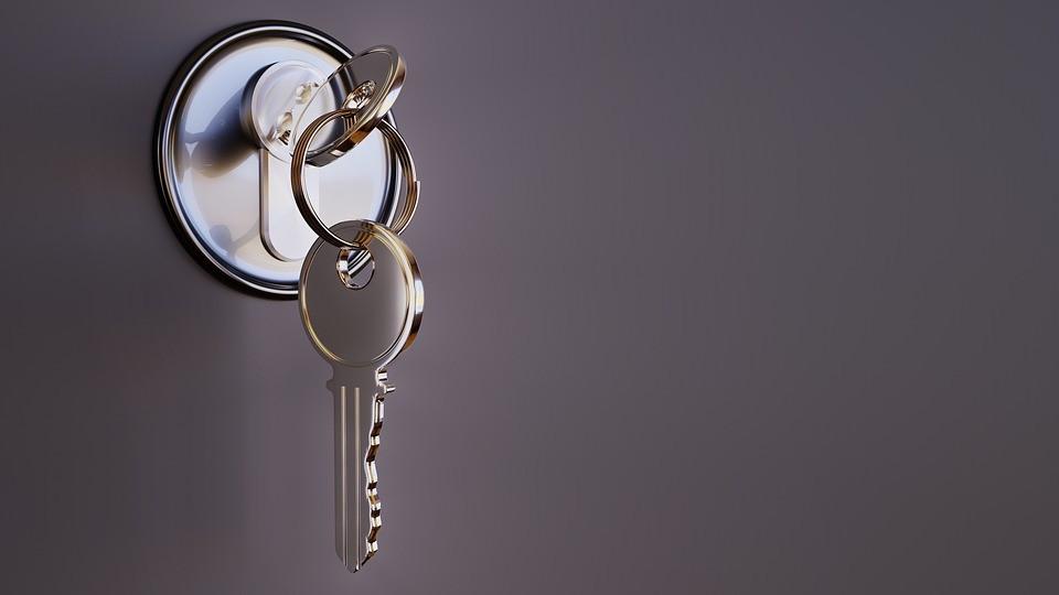 После вмешательства прокуратуры сирота из Липецкой области получил ключи от новой квартиры