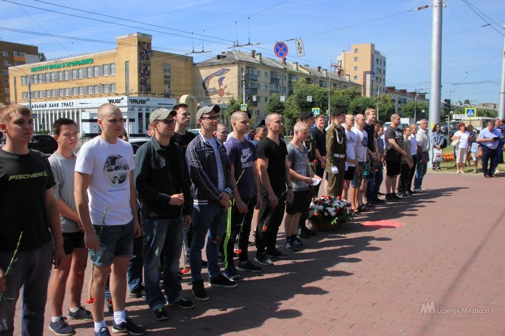 В День призывника в армию отправились 24 липчанина