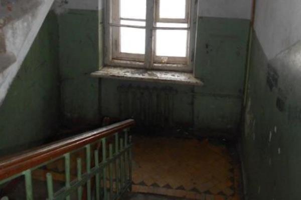 В Кемерово труп жильца общежития обнаружили, когда поползли опарыши