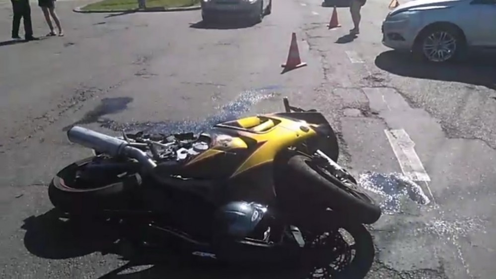 В центре Липецка сбили мотоциклиста (ВИДЕО)