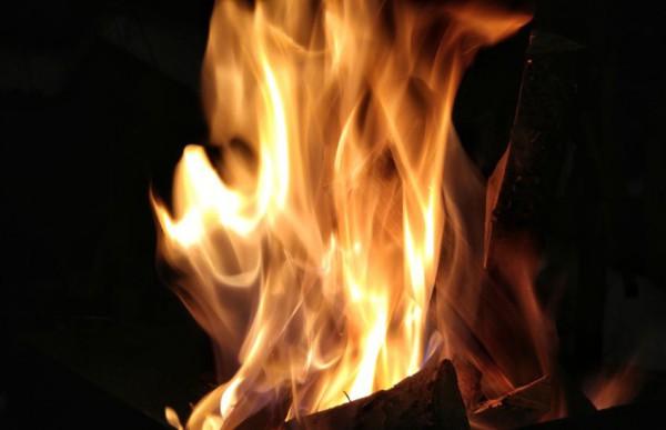 В Благовещенске при пожаре в нежилом строении погиб мужчина