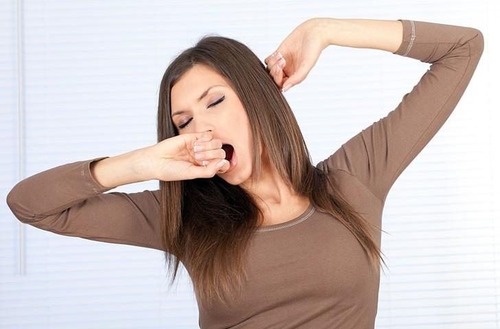 Медики объяснили, почему люди зевают