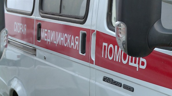 На Урале женщина попала под колеса грузовика и лишилась скальпа
