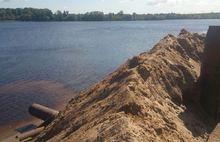 Областные власти не нашли ничего опасного в жиже, которая льется в Волгу в Ярославле