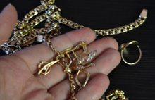 В Ярославле дело мошенницы, обманувшей детей при помощи тетрадки, носка и золотых украшений, передали в суд