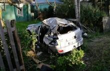В Ярославской области иномарка с двумя детьми врезалась в забор