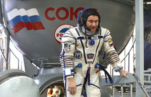 Рыбинский космонавт возьмет с собой в полет свитер «Локомотива»