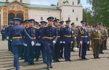 В центре Ярославля прошли маршем выпускники высшего военного училища ПВО