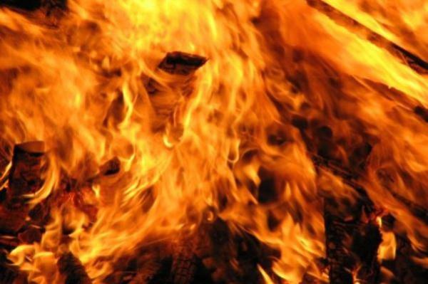 В Саратовской области от возгорания трактора пострадал мужчина