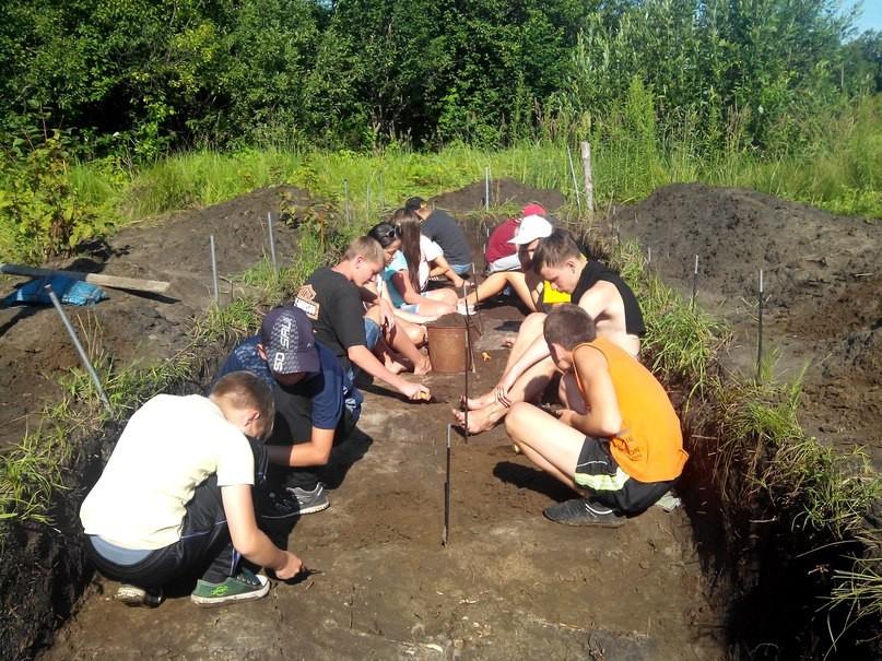 Липецкие школьники исследуют памятник археологии эпохи бронзы и энеолита