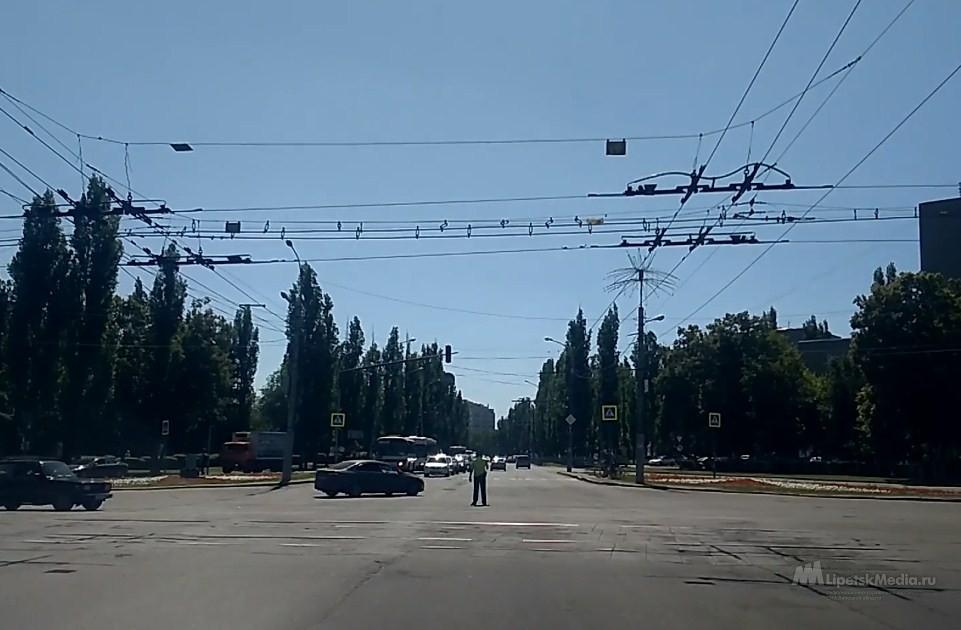 Два ключевых перекрестка Липецка остались без светофоров