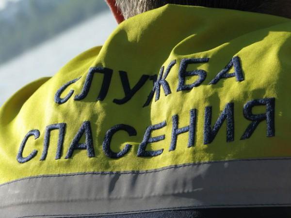 В Винзилях спасатели сняли с балкона мужчину, повисшего вниз головой