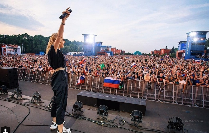 Юлиана Караулова опровергла информацию о запрете съёмок её концерта в Липецке
