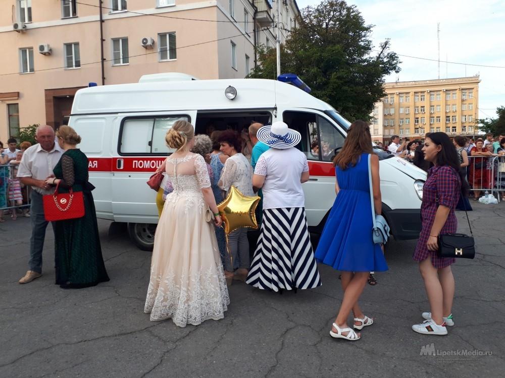 Бывшая школьница упала в обморок на выпускном бале в Липецке