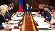 Медведев: электронные трудовые книжки начнут внедрять в 2020 году
