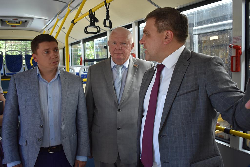 Мэр Липецка вручил водителям ключи от новых пассажирских автобусов