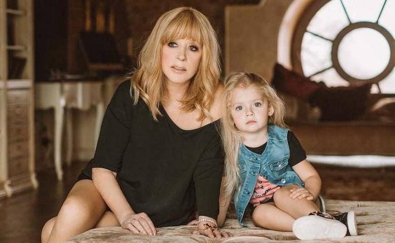 Дочь примадонны Лиза отчитала мать за то, что она не правильно лечится