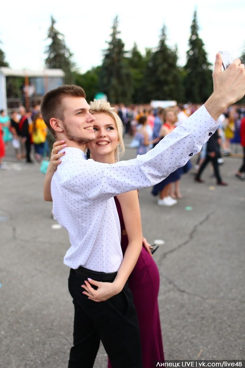 Красивые пары выпускного в Липецке (фото)