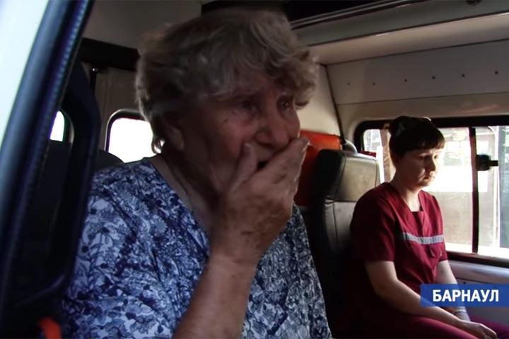 Алтайскую пенсионерку заперли в душном автобусе: возбуждено уголовное дело