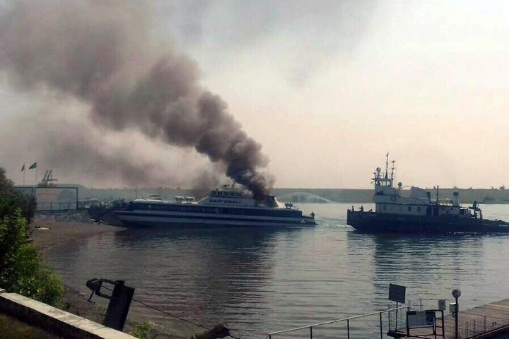 Теплоход загорелся в Иркутске