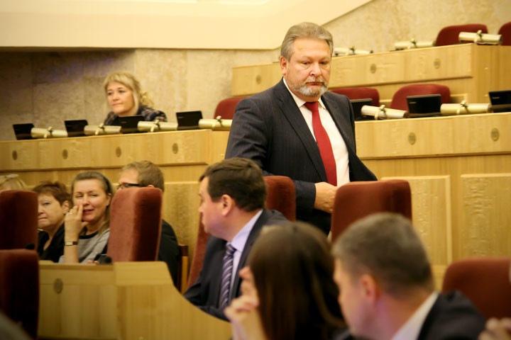 Власти нашли кресло главврача для новосибирского депутата