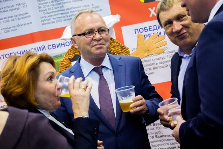 Травников поручил Знаткову провести трудовое соревнование колхозников