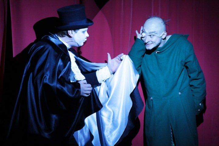 «Самый страшный театр не так страшен, как жизнь»: «Приют комедианта» приехал в Новосибирск