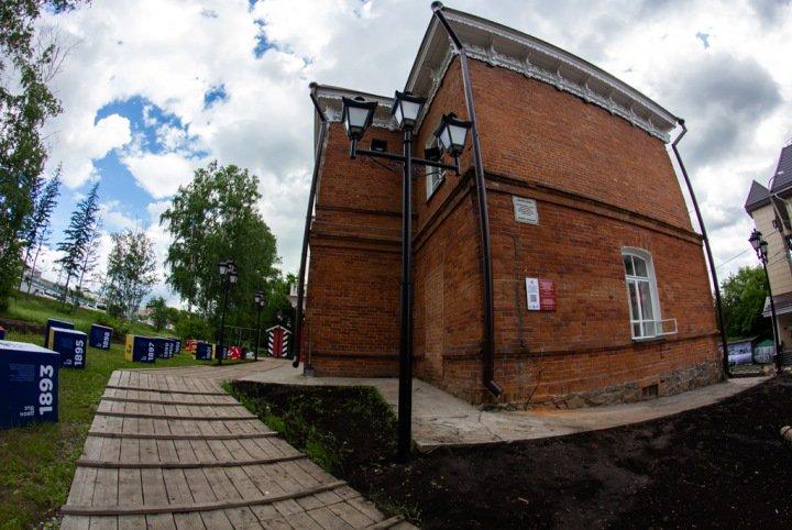 Фонари над домом-конторой на Михайловской набережной зажгутся в День города
