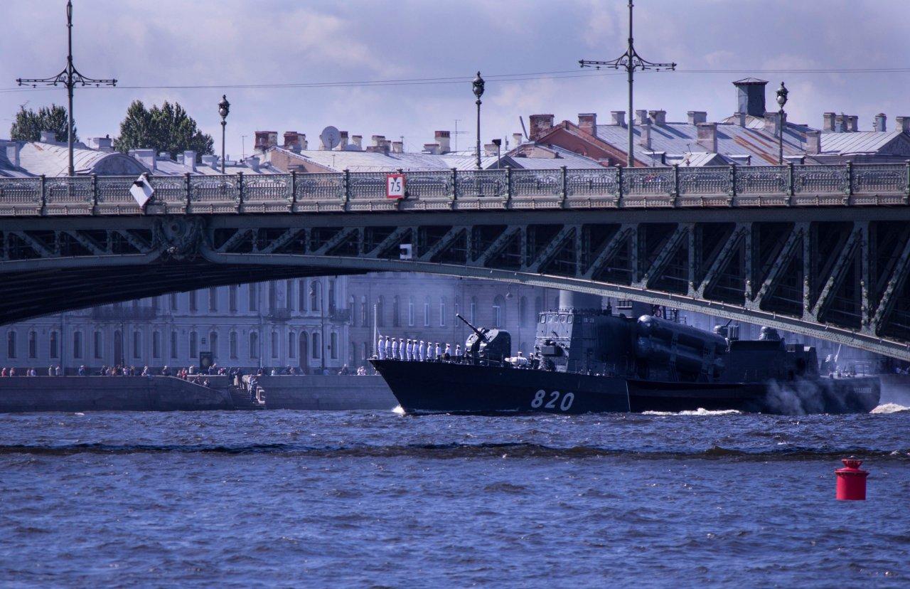 Салют на день ВМФ 2018 в СПб: во сколько начало, откуда смотреть