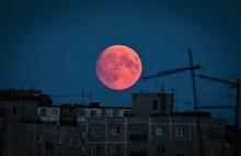 В Ярославле желающих полюбоваться на кровавую Луну приглашают поздно вечером на Стрелку