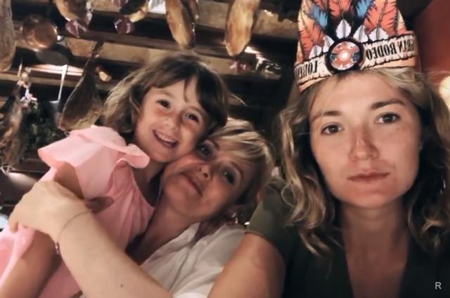 Анна Михалкова впервые опубликовала в интернете снимок своей подросшей дочери