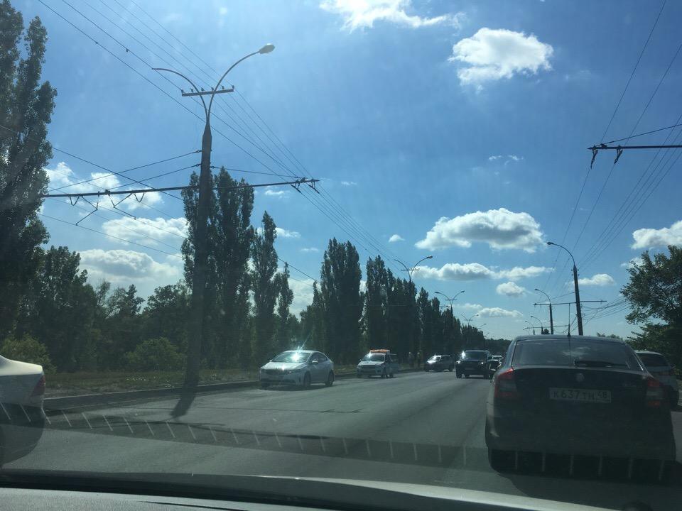 Три иномарки столкнулись в Липецке