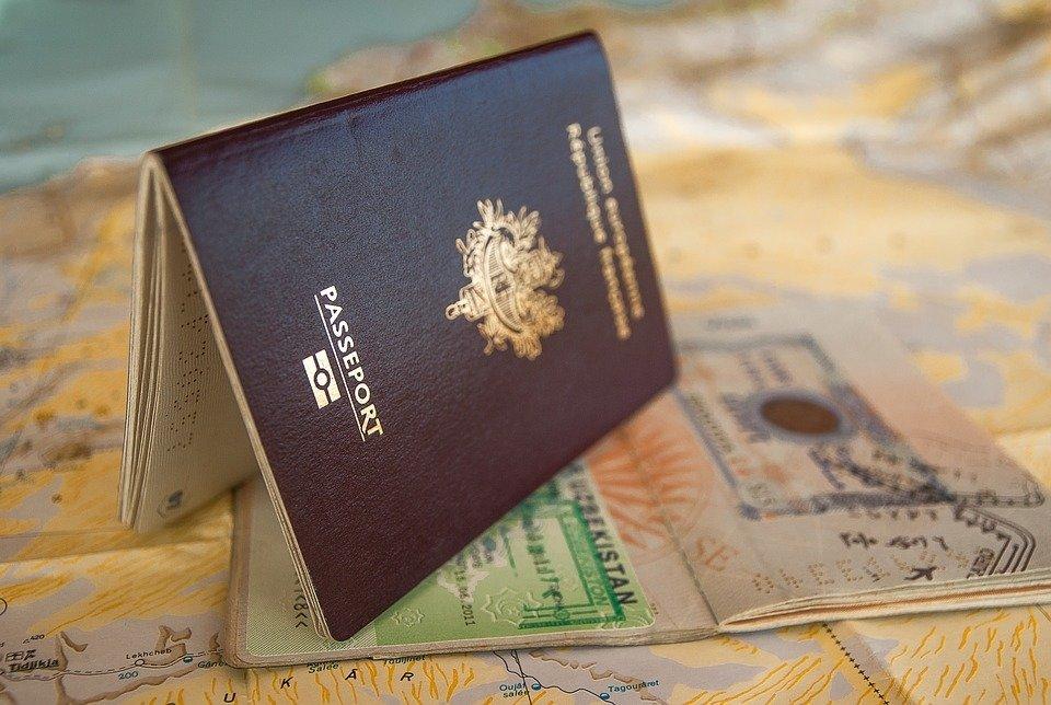 Россиян предупредили о закрытии всех визовых центров в России