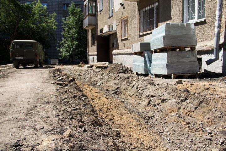 Жительница Новосибирска пострадала из-за работ по благоустройству двора