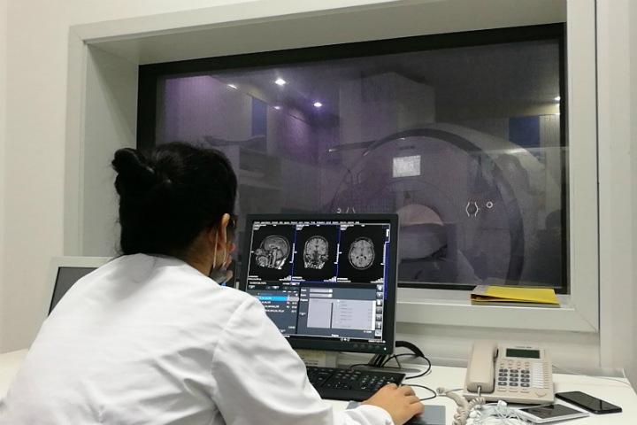 Российские физики нашли способ лечить рак с помощью МРТ