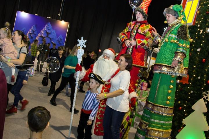 Алтайские власти потратят 26 млн на новогодние подарки с открытками губернатора