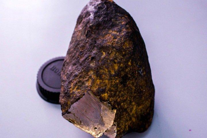Российские ученые открыли новый минерал. Его нашли в метеорите из Бурятии