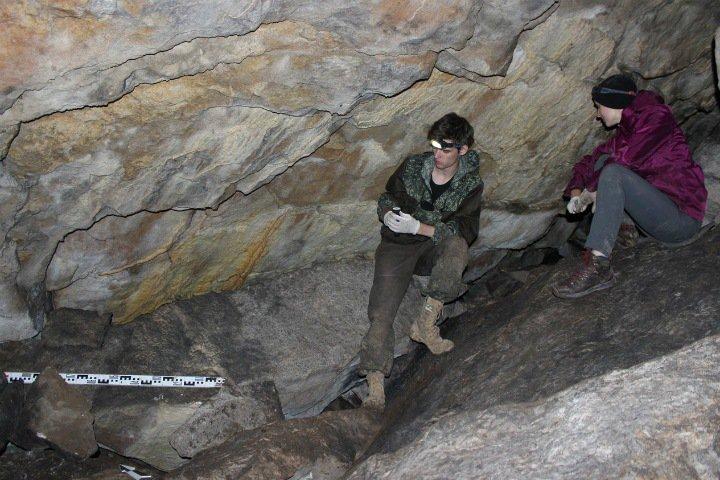 Студенты нашли тайник палеолитического художника на Урале. Ему больше 17 тысяч лет