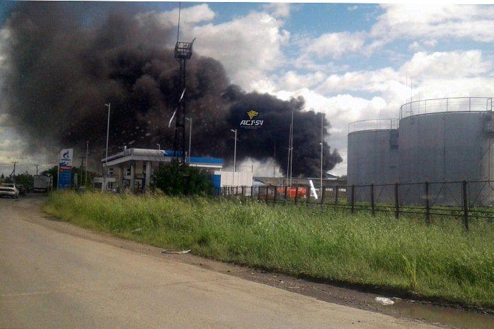 Завод теплоизоляции горит в Коченево