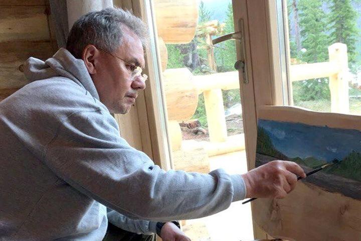 Живопись и графику Сергея Шойгу покажут сибирякам