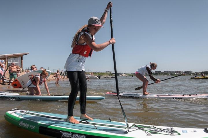 Первые водные гонки на досках веслами прошли в Сибири. ФОТО