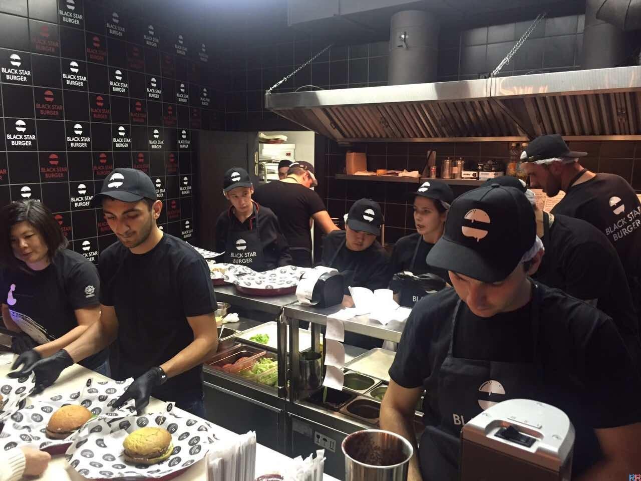 """Black Star Burger в Санкт-Петербурге открыли в ТРЦ """"Галерея """""""