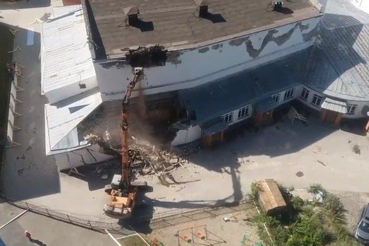 Власти Новосибирской области пригрозили собственнику судом за снос кинотеатра «Металлист»