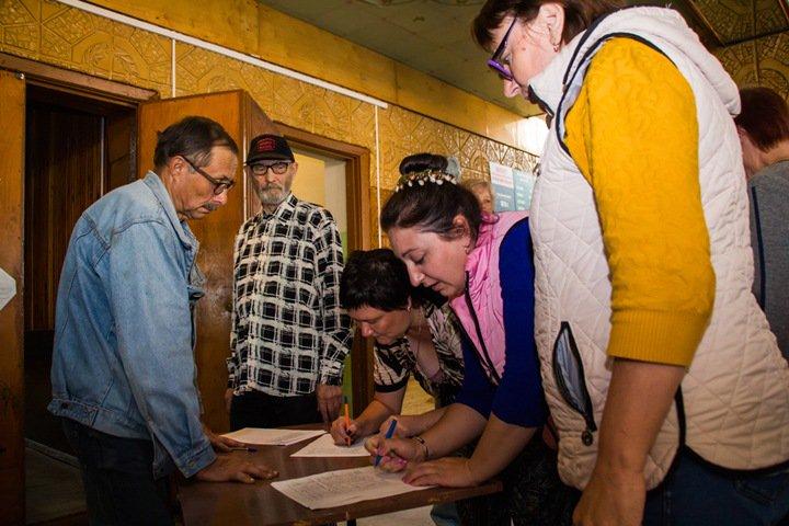 Жители новосибирского села готовы саботировать выборы губернатора из-за мусорного полигона