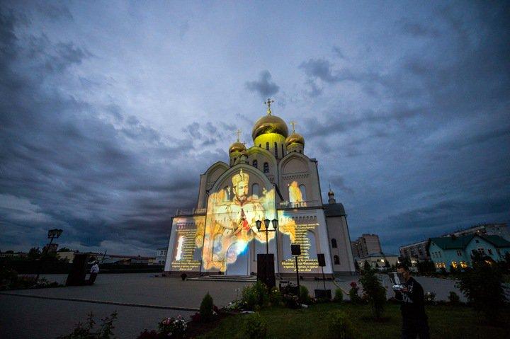 Фрагменты оперы «Царь» показали новосибирским чиновникам на стене храма