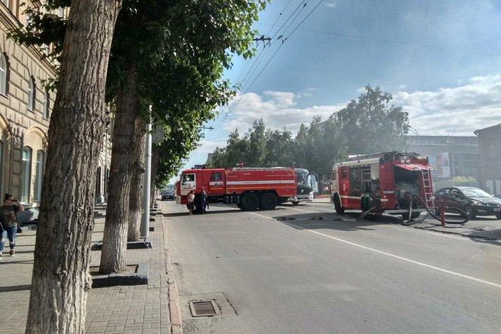 Центр Новосибирска перекрыт из-за пожара на Красном проспекте