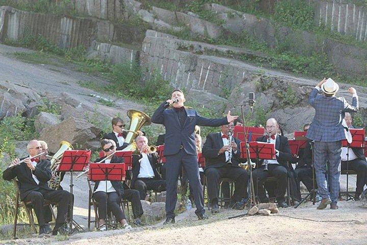 Духовой оркестр сыграл «Катюшу» на красноярских «Столбах»