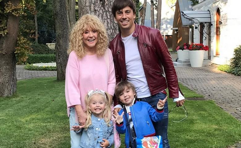 Максим Галкин продолжает знакомить общественность с талантами своих детей Гарри и Лизы