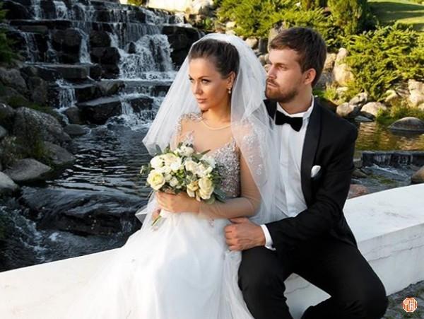 Солистка Hi-Fi Татьяна Терешина вышла замуж за бизнесмена Олега Курбатова 15 сентября 2018 года