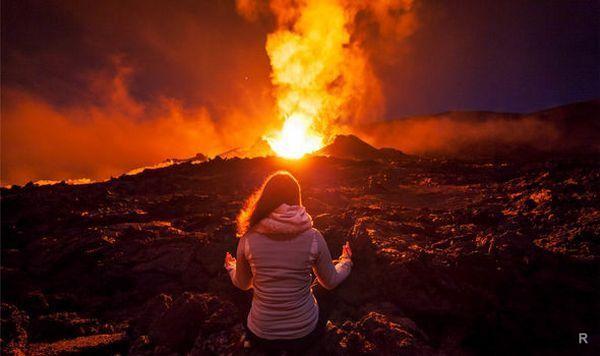 Новое извержение щитового вулкана Питон-де-ла-Фурнез было заснято на камеру